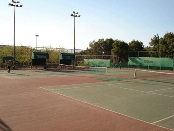 Εγκαταστάσεις Τέννις στο Κουρί Κοζάνης